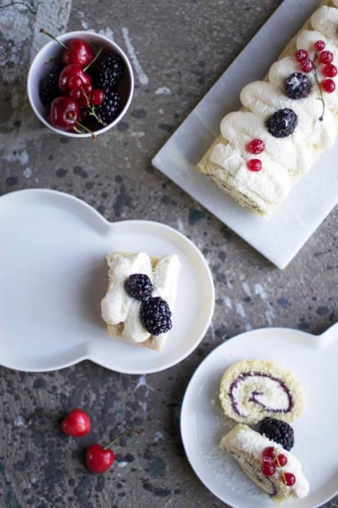 швейцарский бисквит, бисквит с ягодами, бисквит с ягодами и белым шоколадом, с ягодами и белым шоколадом